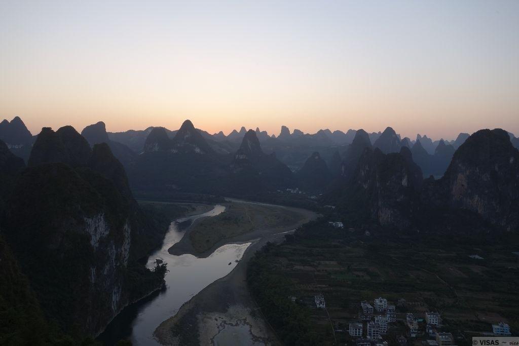 montagnes karstiques guilin xingping rivière Li coucher soleil