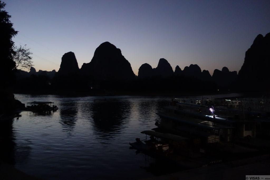 montagnes karstiques guilin xingping rivière Li coucher soleil 2